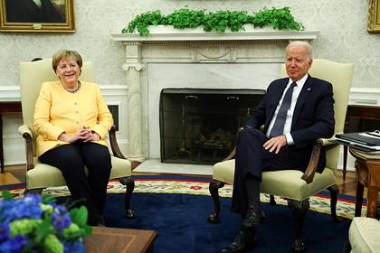 Меркель отказалась разговаривать с Байденом после его вступления в должность