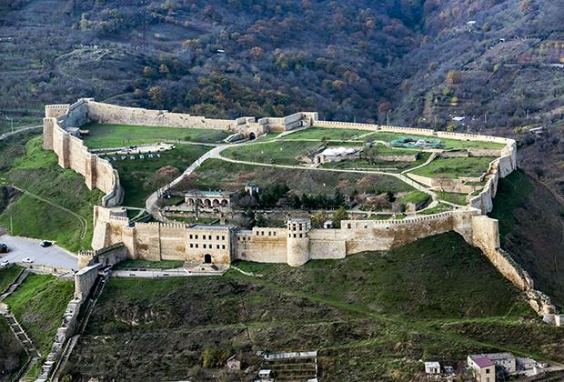 Дербентская крепость Нарын-кала