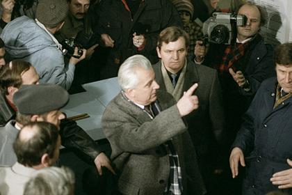 Первый президент Украины Леонид Кравчук (вцентре), 1991 год
