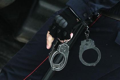ФСБ задержала полицейских за вынос из подпольного казино еды и алкоголя