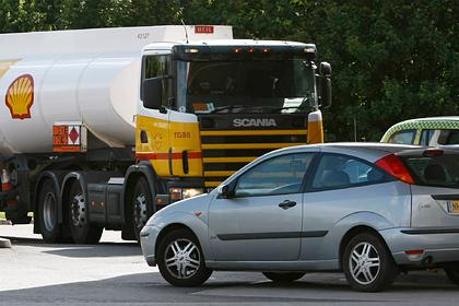 Великобритания призовет военных на борьбу с дефицитом бензина