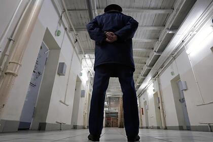 Пожизненно осужденные россияне подали в суд на ФСИН из-за позы «ласточка»