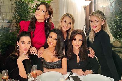 Бородина оправдалась за «одинаковые лица» с подругами на фото