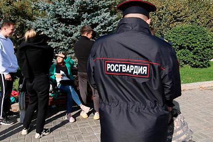 Вооруженного мужчину заметили около российского детсада