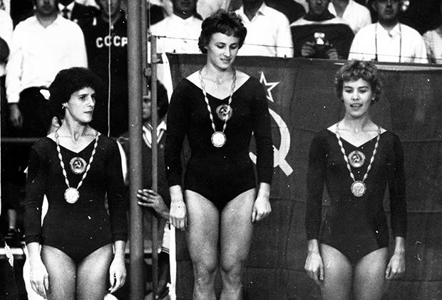 Олимпийские игры в Риме. Слева направо: Софья Муратова, Маргарита Николаева, Лариса Латынина