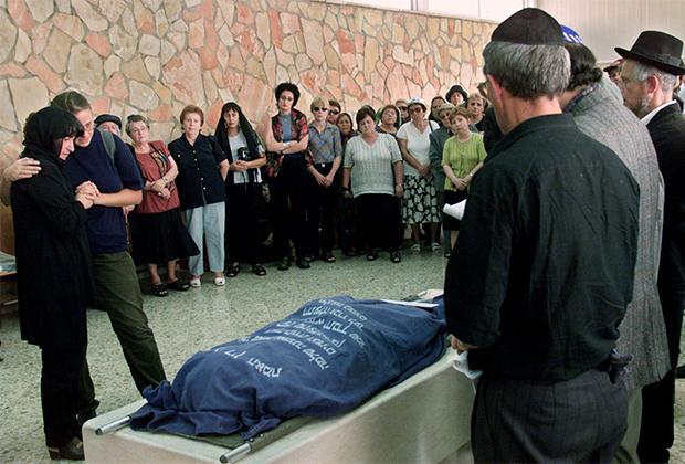Похороны одной из пассажирок сбитого Ту-154 в Иерусалиме. 11 октября 2001 года