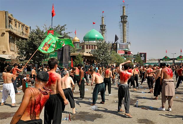 Мусульмане-шииты в Кабуле совершают кровавый обряд в преддверии дня Ашура
