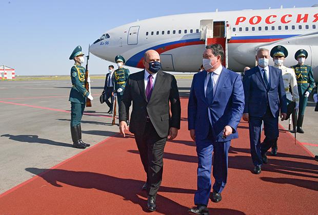 Председатель правительства России Михаил Мишустин и премьер-министр Казахстана Аскар Мамин