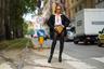 Fashion-блогер Маджа Молнар решила бросить вызов канонам классического образа, выйдя на публику в броском наряде от Dolce & Gabbana. Папарацци запечатлели ее на улицах Милана в расстегнутой рубашке, объемном пиджаке с мужского плеча и трусах, которые полностью расшиты золотистыми пайетками. На инфлюэнсере также — плотные колготки и высокие кожаные ботфорты на каблуках.