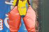 Дизайнер Вивьен Вествуд в своей новой коллекции соединила классику и эпатаж. Моделей нарядили как в строгие рубашки, коктейльные платья, пальто и свитера, так и в гигантские наряды с трапециевидными каркасами, объемные атласные ботфорты и асимметричные костюмы из латекса. Кроме того, как и во многих своих предыдущих показах, Вествуд одела мужчин в платья и туфли на каблуках.