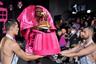 Show must go on — именно с этой фразой из культовой песни группы Queen ассоциируется показ французского бренда Weinsanto. Дизайнер Виктор Вайнсанто решил отдать дань уважения своим эльзасским корням и выпустил на подиум моделей в черно-розовых костюмах в стиле кабаре и футуристичных платьях. Девушки дефилировали с прическами в форме кренделя и ели традиционный кекс с изюмом прямо посреди представления.
