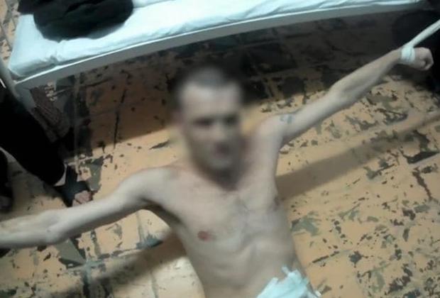 Скриншот одного из видео с пытками из секретного архива