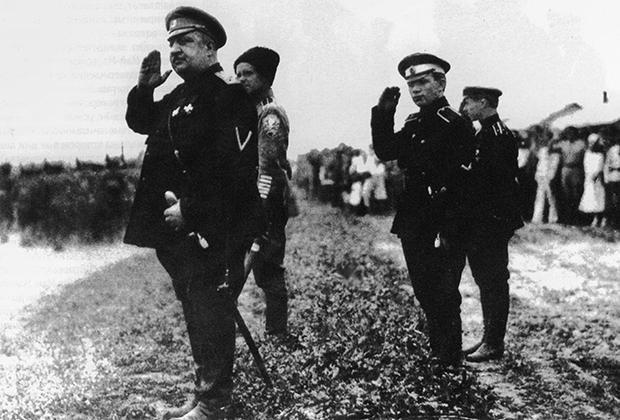 Генерал Владимир Май-Маевский с адъютантом Павлом Макаровым
