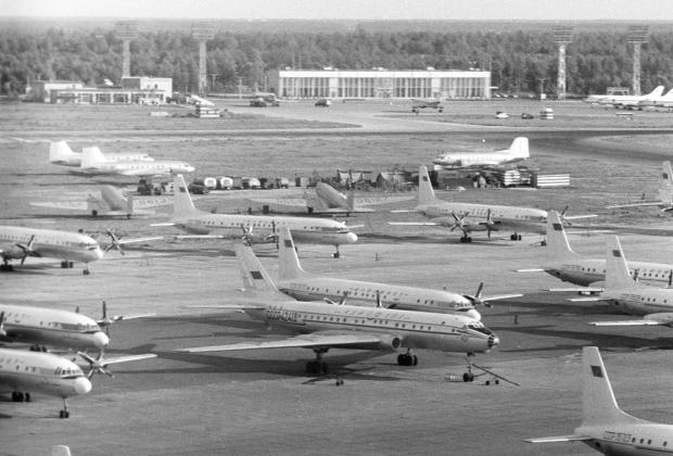 Самолеты в аэропорту Внуково. 1971 год