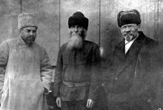 Григорий Петровский (слева) и Михаил Калинин (справа)