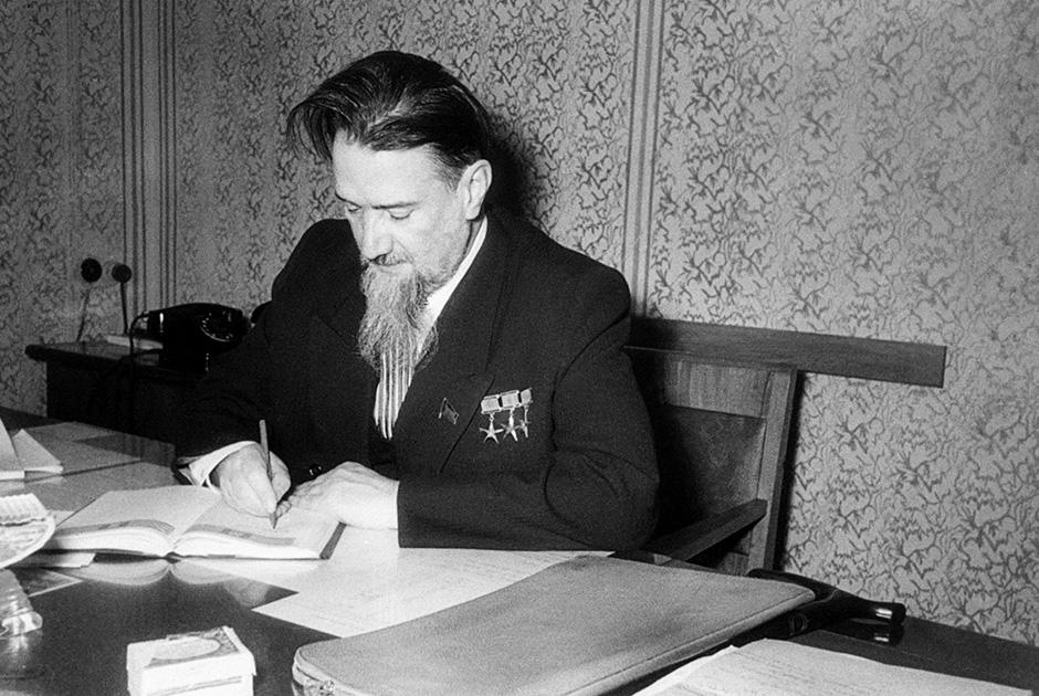 Академик Курчатов