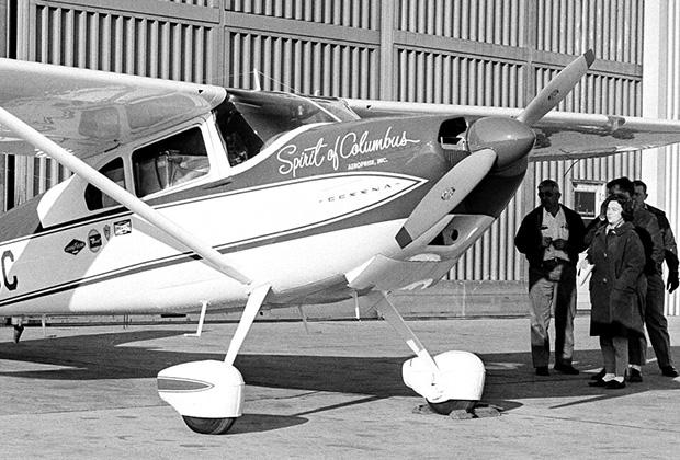 Джерри Мок перед началом кругосветного полета в Колумбусе, штат Огайо
