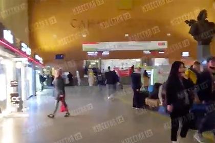 На вокзале в Петербурге нашли похожий на гранату предмет и оцепили вход в здание thumbnail
