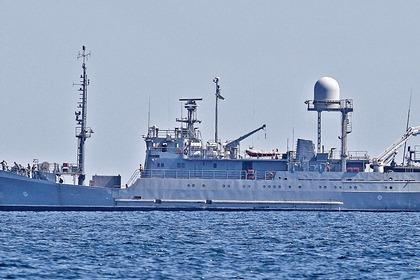 Судно ВМС Украины получило повреждения из-за непогоды в Черном море