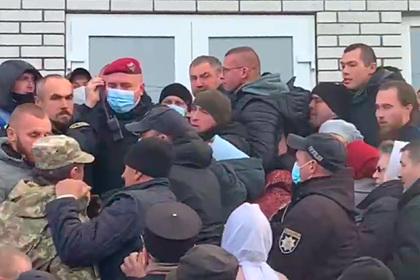 На Украине православные верующие не поделили церковь