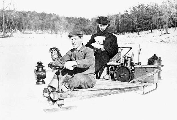 Снегоход на реке Миссисипи недалеко от Гастингса, Миннесота, 1910 год