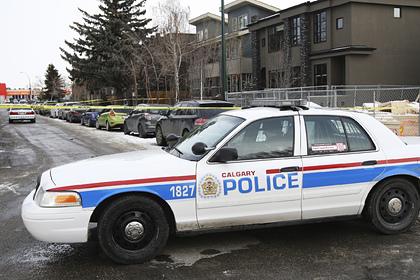 Мужчина с мачете напал на прохожих в Канаде