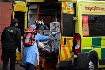 Стало известно о 50-часовых очередях в больницах Великобритании