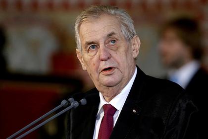 В сенате Чехии призвали снять полномочия с президента Земана