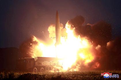 КНДР запустила два неопознанных снаряда в Японском море