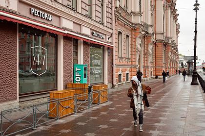 Власти Петербурга рассмотрят возможность введения нерабочих дней из-за COVID-19