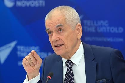 Онищенко оценил предложение брать деньги за лечение с непривитых от COVID-19