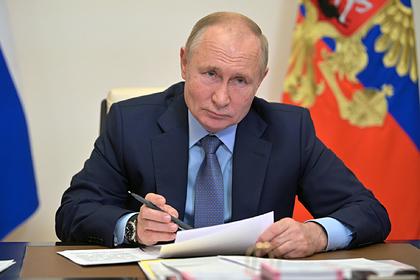 Путин признал невысоким уровень вакцинации в России