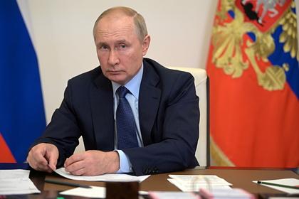 Путин заявил о необходимости сохранить зарплату в период нерабочих дней