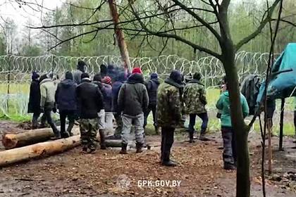 Белоруссия опубликовала видео попытки афганских беженцев прорваться в Польшу