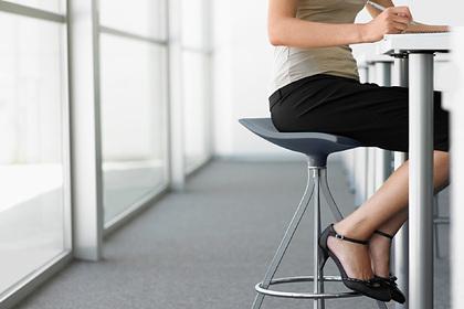 Тягу женщин носить сексуальную одежду на работе объяснили