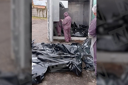 Лежащие в российском городе на земле пакеты с трупами объяснили