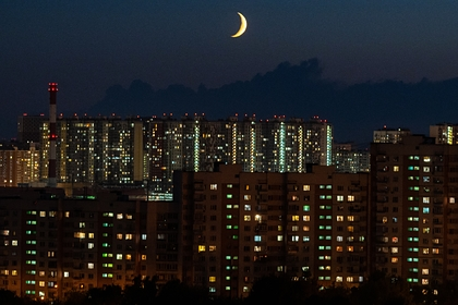 Москвичам пообещали самую холодную ночь, снег и гололедицу
