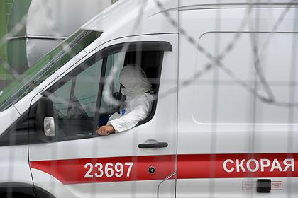Мужчина под наркотиками с молотком и ножами напал на автобус в Петербурге
